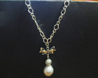 Chain necklace silver with lamps in silver and pearls pailleter silver