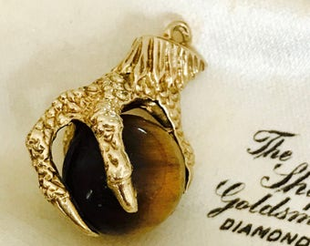 Superb vintage 9ct yellow gold Claw & Tigers Eye pendant / charm - 1978