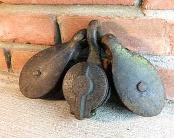 Vintage Metal Pulleys//Barn Pulleys//Industrial Pulleys