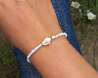 Seashell Bracelet - Beaded Bracelet - Seashell Jewelry - Bali Bracelet - Boho Beach Wedding Jewelry - Mermaid Bracelet - Stacking Bracelet