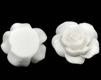 Set of 50 white 10 mm resin cabochon flowers
