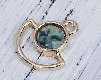 2 pendants shaped fan gold & Imitation Opal dark green of 1.7 cm