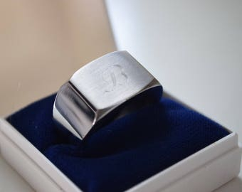 STAINLESS STEEL ring with engraved letter
