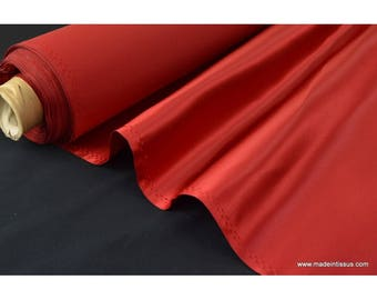 Satin duchesse polyester rouge .