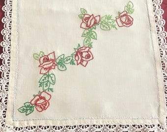 Vintage Table Runner, Linen Embroidered Roses Table Runner Lace Edge, Off White Linen Embroidered Table Runner With Lace Edge, Cottage Chic
