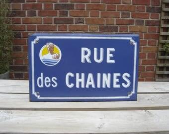 Plaque émaillée panneau rue des chaines. Enamelled plaque. Vintage . France