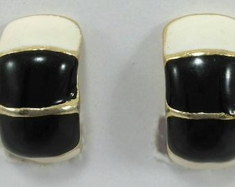 Vintage black and white enameled clip on earrings 80's