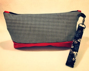 Houndstooth Wristlet with detachable strap