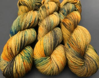 "Sock yarn, Hand dyed yarn, ""Hiram"", sock weight, Superwash Merino, 463 yards, speckled yarn, holiday"