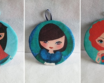 Round frame in tissue, deco frame, wall decoration, small decorations, iluustrations, tissue transfer, illustrations dolls,