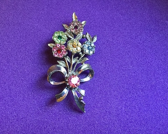 Beautiful vintage floral bouquet detail brooch- Pretty, sparkly -wedding/flower girl