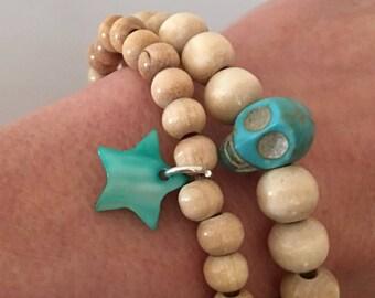 Bracelet boho chic natural wood beads - skull and tassel