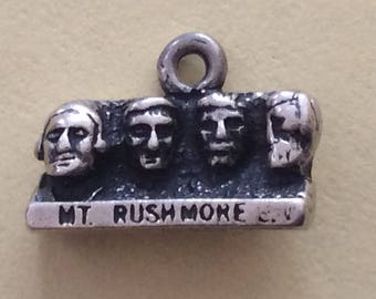 Sterling silver Mount Rushmore charm vintage #262 s