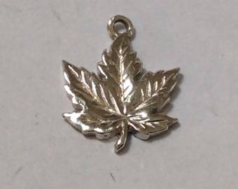 Sterling silver Canada maple leaf charm vintage # S 751
