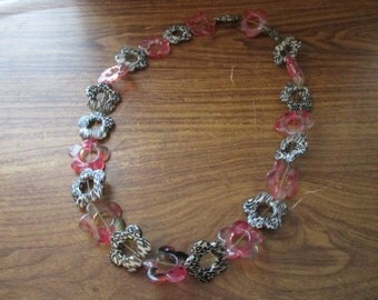 1960s Style Plastic Floral Flower Power Necklace