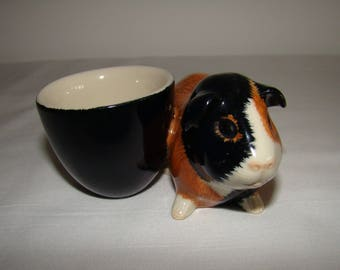 Guinea Pig egg cup in excellent condition, made by the British company Quail Ceramics, vintage, eggcup, ceramic