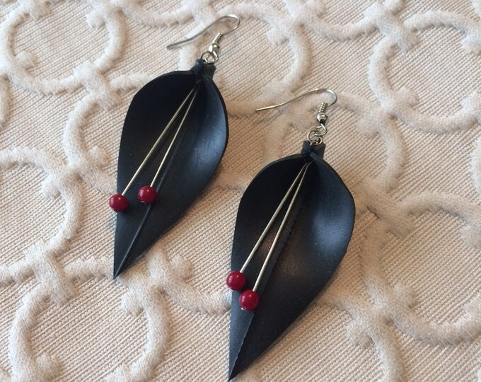 Black & Red Lily Earring