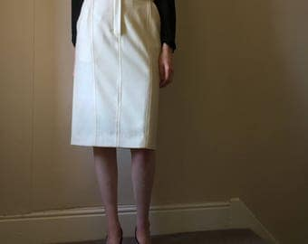 Vintage 1980s Burberry white  cream pure wool high waist wiggle skirt. Size 6/8/ small 10