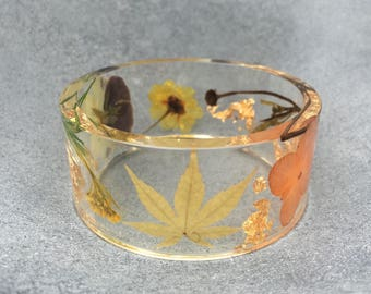 A bouquet of Hydrangea, Mini Japanese Maple Leaf, Purple Pansy with Gold Leaf flakes accents in clear Resin Bangle, Resin Jewelry,