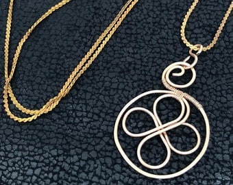 Vintage Chain Bronze Jewelry Necklace. Hammered Wire Weaved bare bronze  (looks like red gold)  Celtic clover pendant gift.