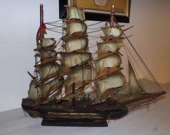 Model of boat time 19th century