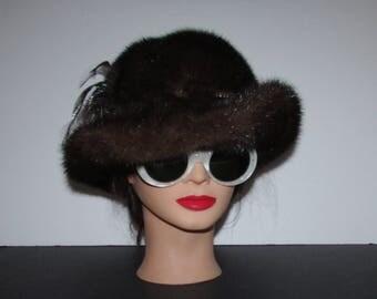 """Superbe chapeau  de fourrure de vison brun foncé avec pierres du rhin /Superbe dark brown mink fur hat with rhinestones  22"""""""