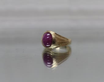 14K - Art Nouveau Star Ruby Florentine Finish Ring in Yellow Gold