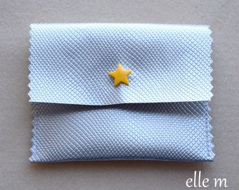 Mini pouch case faux leather textured silver with yellow star snap jewelry