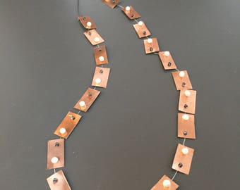 Necklace with pistre in copper and pearls
