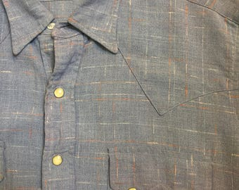 Beau Brummel Sawtooth pocket! Western shirt of the 1940s in dusty blue featuring white and orange flecked detailing