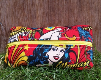 Wonder Woman Zipper Bag (small)