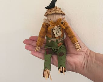 Primitive scarecrow shelf sitter, primitive Fall decor, Fall, scarecrow with crow