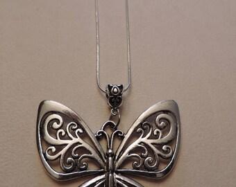 Butterfly, fine mesh snake necklace