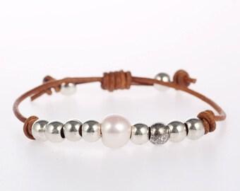 Leather pearl bracelet, Pearl leather bracelet, Pearl bracelet, Leather bracelet, White pearl bracelet, one pearl bracelet, silver pearl