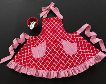 Girl's Red and White Apron, Little Girl's Apron, Bib Apron, Child's Red & White Apron, Ruffled Apron, Girl's Apron Size 5/6 with Pockets