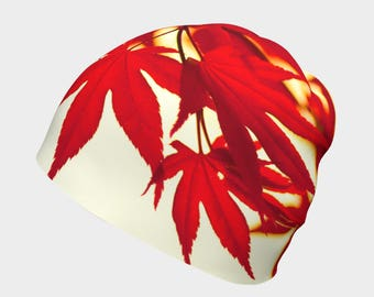 Très Canadian Red and White Beanie - Maple Leaf Forever