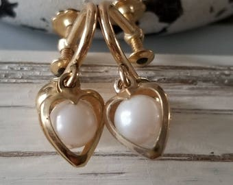 Vintage Gold Colored Pearl-Like Heart Dangle Screw-Back Earring
