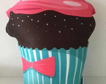 Decorative pillows Goggly cupcake cherry