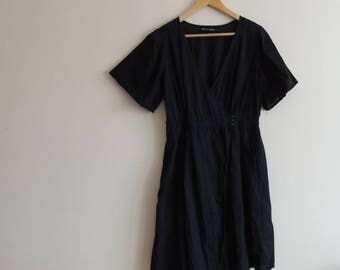 FREE SHIPPING - Vintage Gudrun SJODEN 100% Organic cotton black short sleeve wrap dress with buttons, pockets and navy embrodery, size M