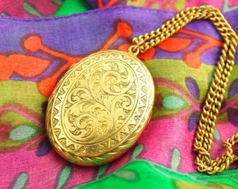 Large Engraved Locket Necklace - Swirling Locket - Engraved Locket - 1900s Locket - Gold Filled Locket - Wedding Locket - Vintage Jewelry