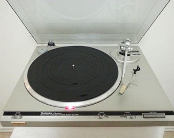 Vintage Technics SL-Q300 Fully Auto Direct Drive Turntable/Good Working Cond.