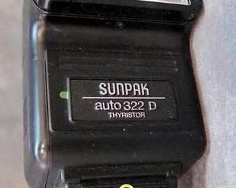 Sunpak Auto 322D Thyristor for Nikon FE-EM Cameras Ne-1D