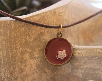 necklace with liquid glass