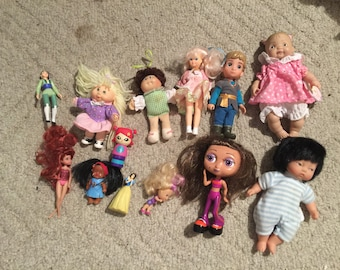Lot vintage small dolls