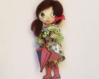 Bonbon-baby doll with brooch