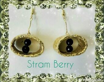 Elegant earrings with minimal details like gold leaf