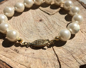 Pearl bead bracelet with vintage fish hook clasp!