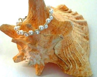 Pearl and bead bracelet