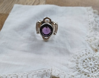 Vintage amethyst and 925 sterling silver ring