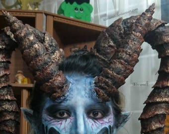 Set of 2 pairs of horns of Dragon or demon